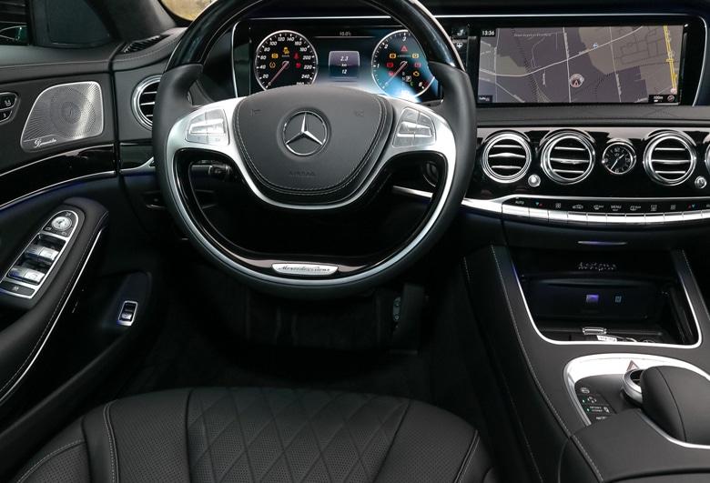 Mercede S-Klasse Cockpit | Mainhattan Limousines