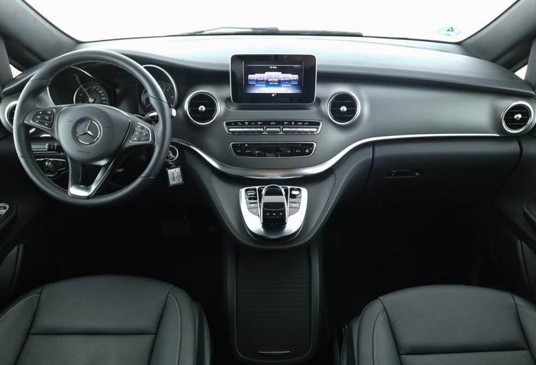 V-Klasse Cockpit Mainhattan Limousines